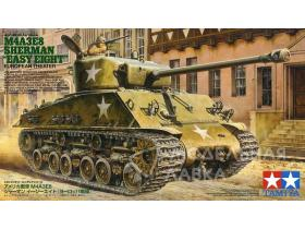 "Американский средний танк M4A3E8 Sherman ""Easy Eight"" с фигурой командира"